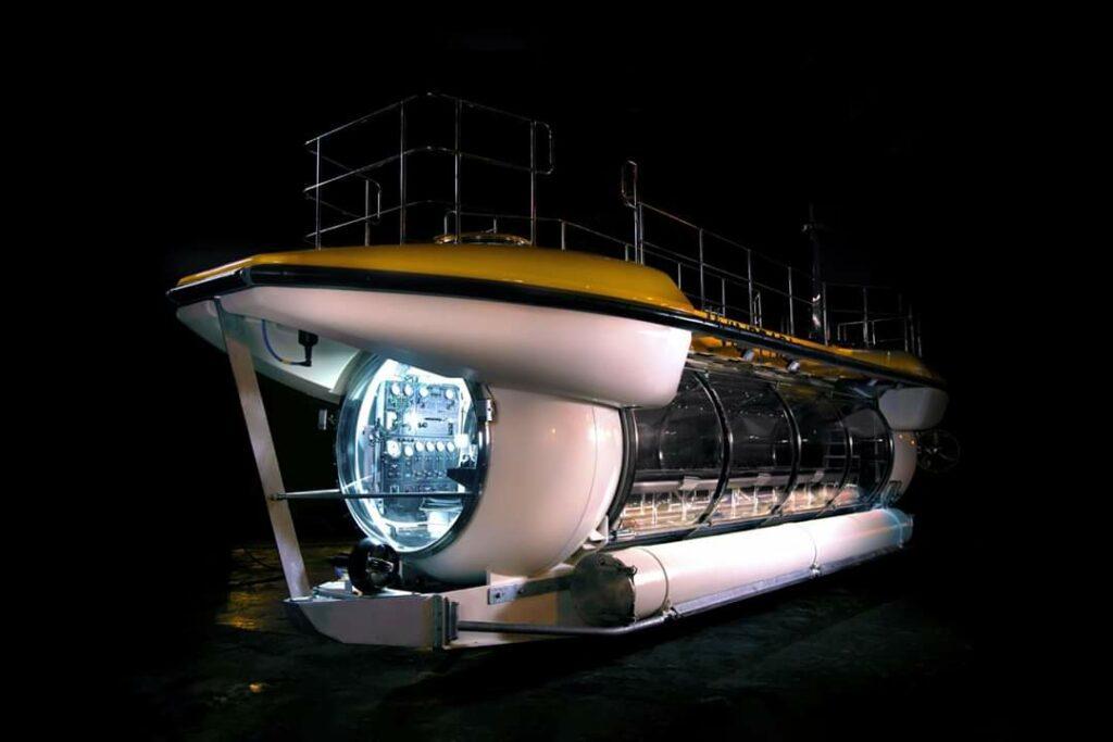 Lặn biển bằng Tầu ngầm vô cực Vinpearl ở Vịnh Nha Trang
