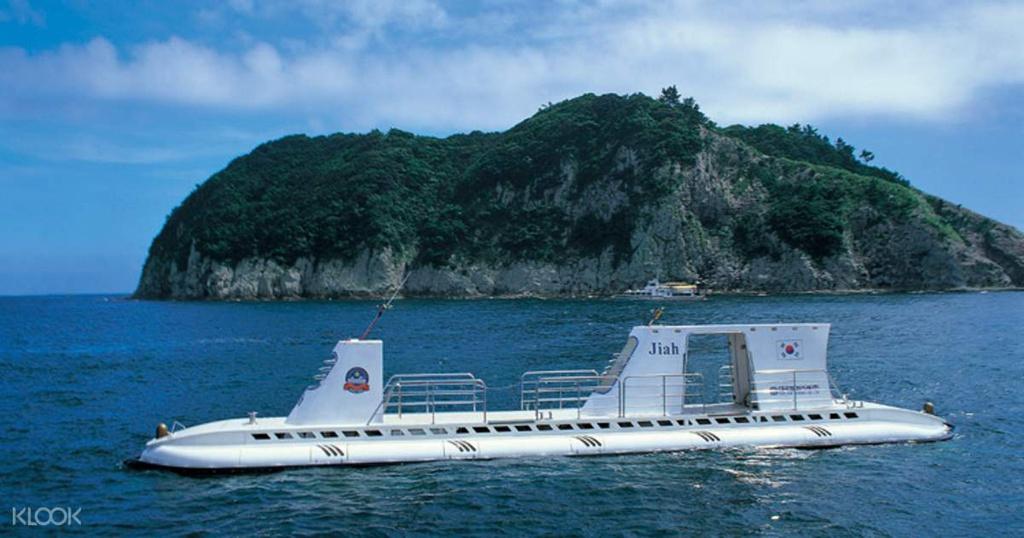 lặn biển bằng tàu ngầm ở Jeju