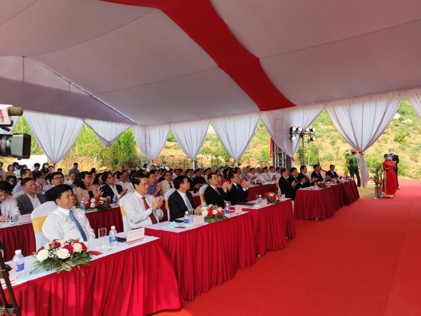 Lãnh đạo tp. Đà Nẵng và Vingroup trong lễ khởi động dự án